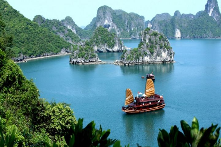 Vietnam Join-In Tour: Hanoi & Halong Bay